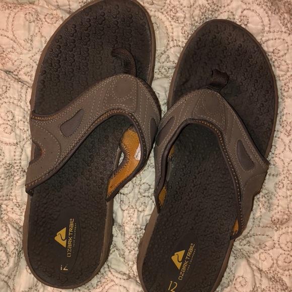 b94eba13ae75 Ozark Trail 12 euc flip flop tread leather. M 5c1307dad6716afa1d956ec9